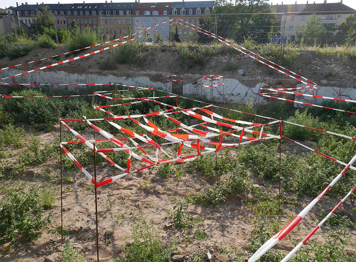 UNDER CONSTRUCTION, 2017, ehemals EARTH GALLERY Dresden, Raumzeichnung, 7 x 15 m