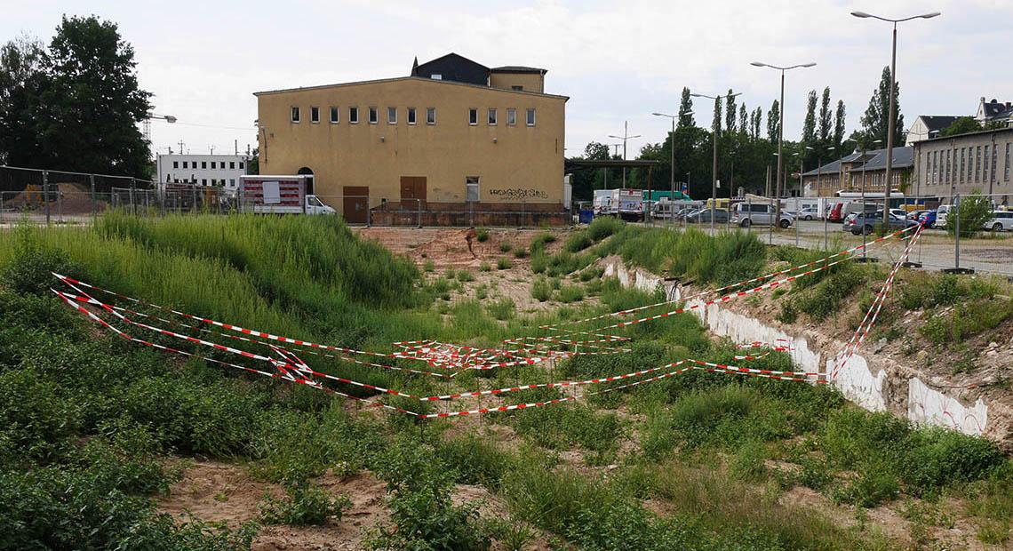 UNDER CONSTRUCTION, 2017, ehemals EARTH GALLERY Dresden, Raumzeichnung 7 x 15 m