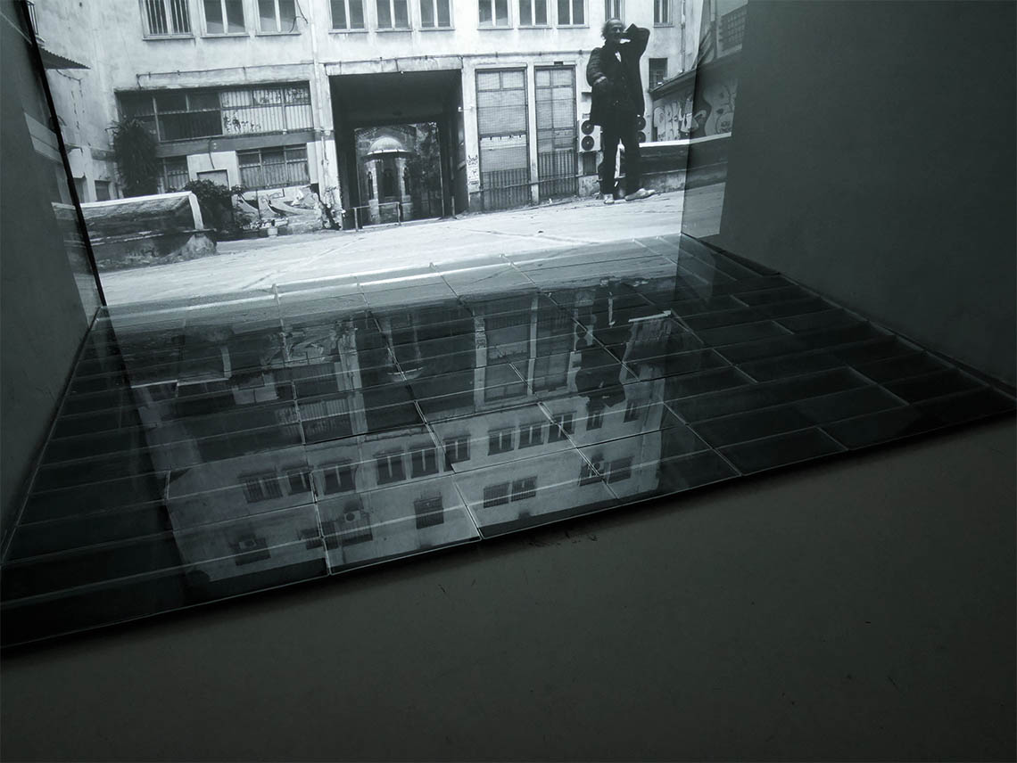 "Andreas Ullrich/Birgit Schuh ""earning from Athens/condensate mirror"" Foto: BirgitSchuh"