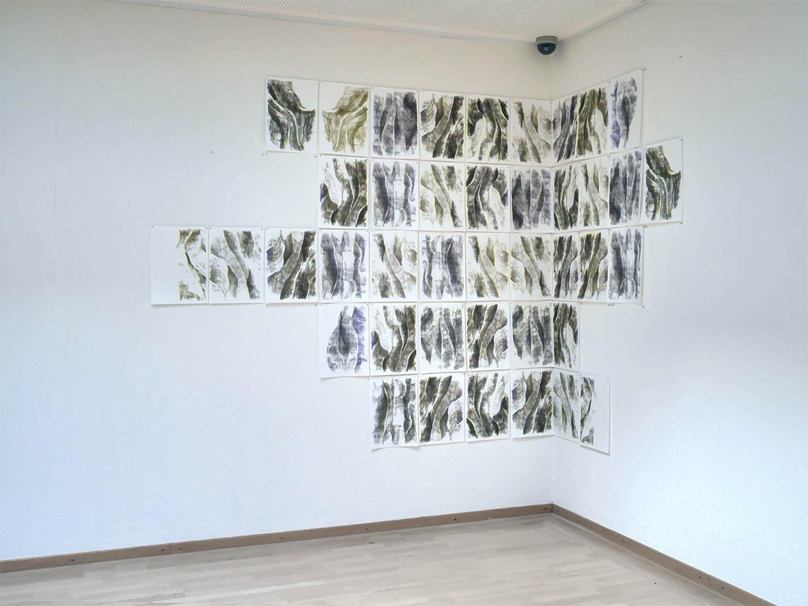 Birgit Schuh: FALTENWURF, 2019, Risographie, Ausstellungsansicht Goethe-Institut Rotterdam 2019