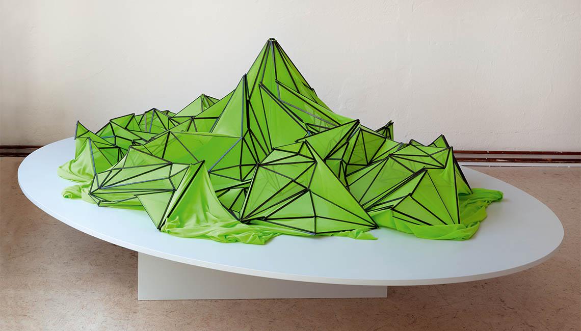 Birgit Schuh: EUROPA, 2019, Karbonfaserstäbe, Textil, Durchmesser 160 cm / Foto: Karen Weinert